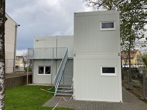 Bürocontainer mit zwei Etagen und Außentreppe
